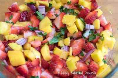 strawberry mango salsa in bowl