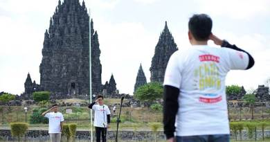 Semangat Nasionalisme, Bikers Honda Jateng Gelar Upacara Bendera di Candi Prambanan