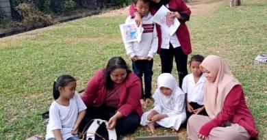 Mahasiswa Unisri   Gelar Sekolah Gencar Karakter
