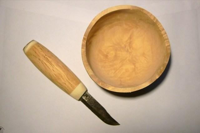 Skål av vril och en liten kniv med masur skaft