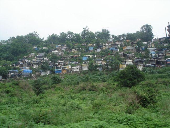 Slumormråde nära Kalka i norra Indien