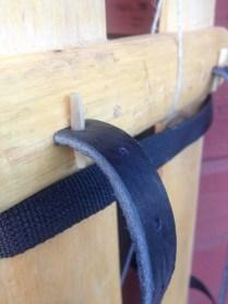 Fästet är det samma. En plugg av renhorn. Kan ersättas av tärplugg.