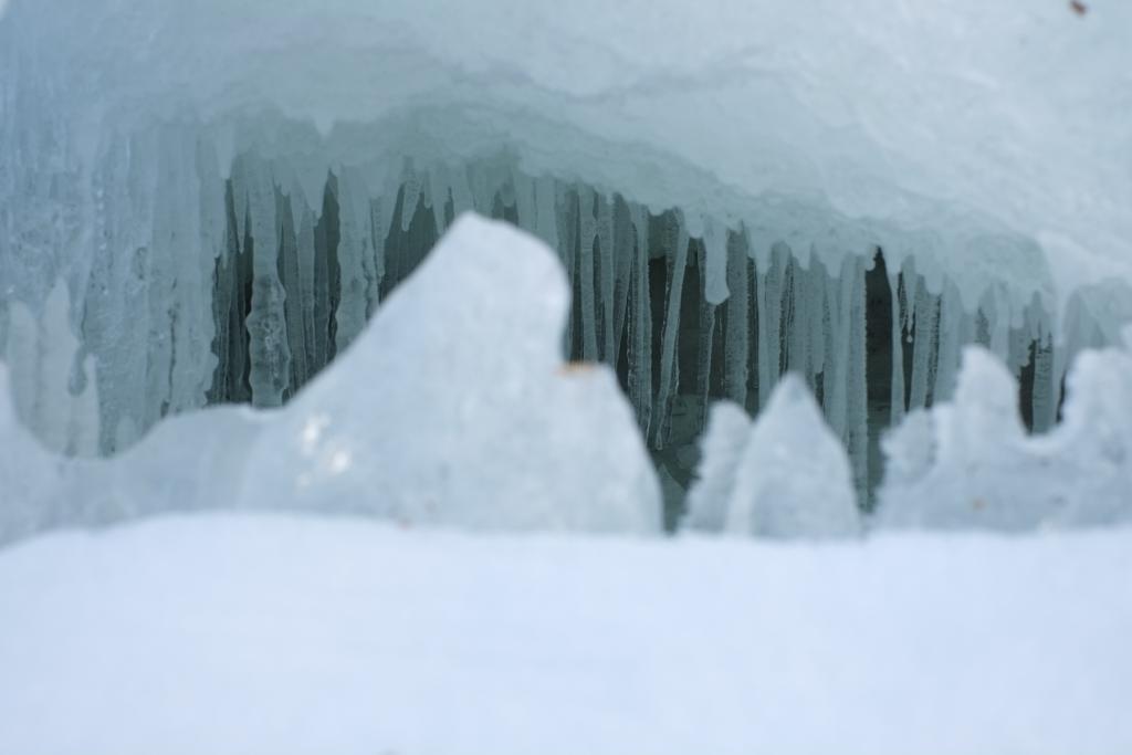 Närbild på isstalaktiter