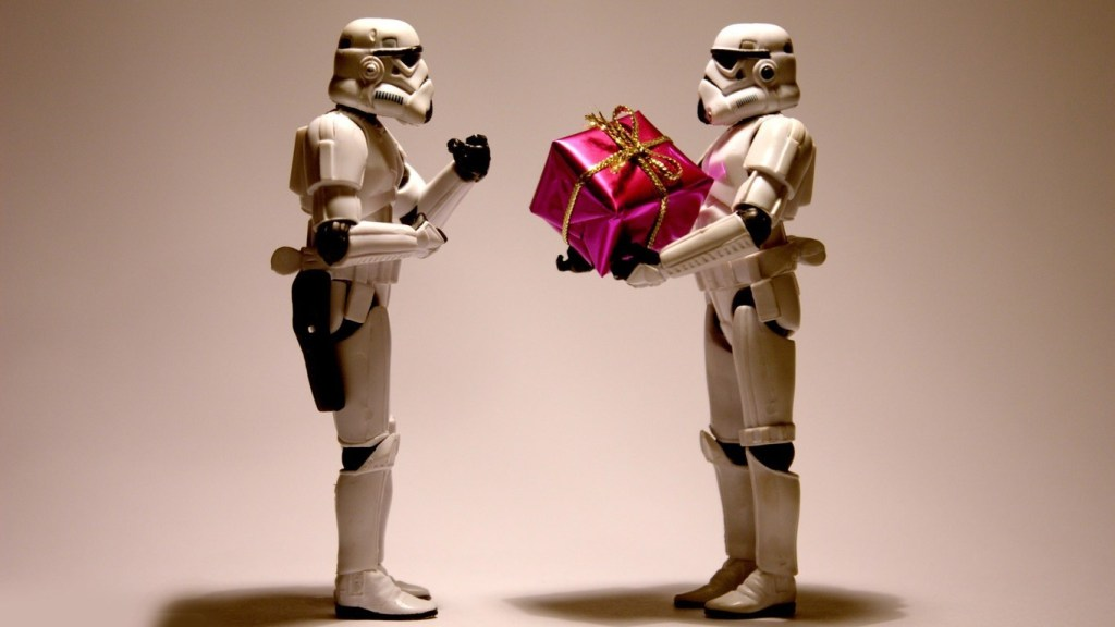 stormtroopers-with-a-christmas-present
