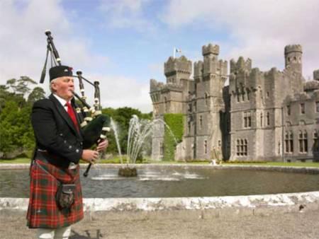 Ireland, Ashford Castle - bagpipe