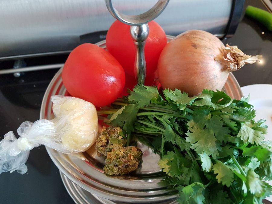 De ingrediënten voor currypasta in het Javakwartier