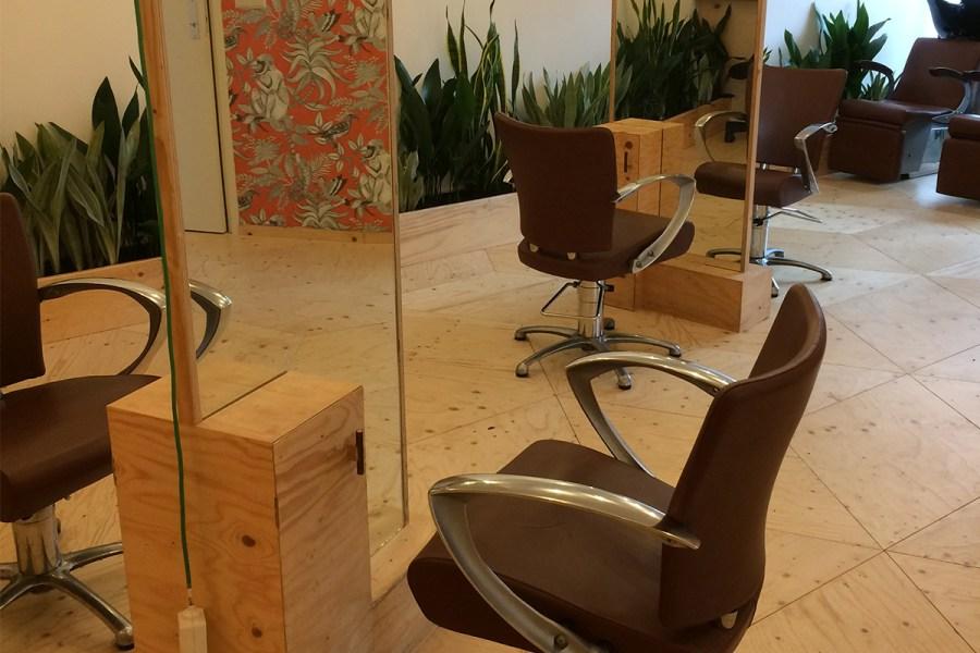 Kappersstoelen bij Draagbaar