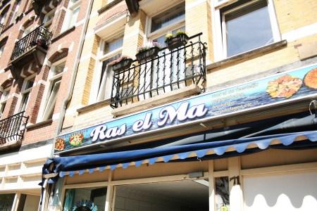 Gevel van vishandel Ras el Ma in de Javastraat in het Javakwartier
