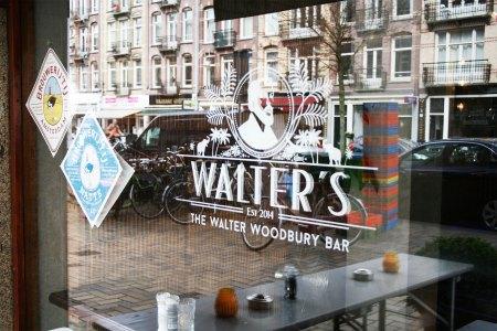 Het logo op het raam van The Walter Woodbury Bar in het Javakwartier