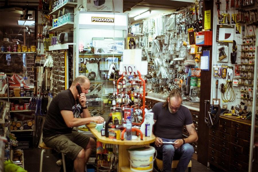 Theo en Ron in IJzerhandel Theo van Kalken in het Javakwartier