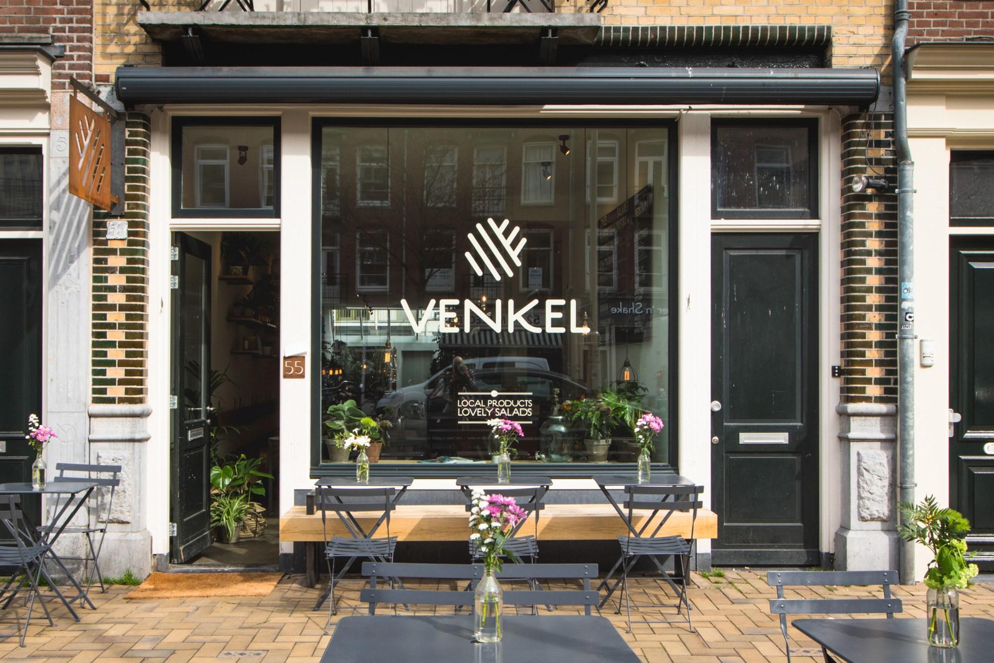 Gevel van saladebar Venkel in de Javastraat in het Javakwartier