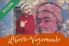Liberto Vagabundo posando junto a graffiti de sí mismo