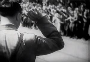 Hitler saludando a la gente