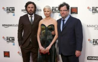 """Actors Casey Affleck (L), Michelle Williams (C) and director Kenneth Lonergan poses for photographers at a Gala screening of their film """"Manchester by the Sea"""" at the 60th BFI London Film Festival in London, Britain October 8, 2016. REUTERS/Neil Hall - RTSRDS2"""