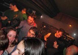 El público abarrotaba la sala y costaba salir al final del concierto