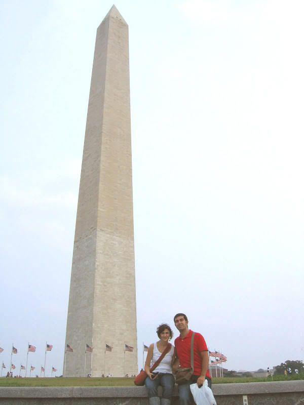 Obelisco de Washington D.C. (o como poner algo obsceno de forma artística y monumental). En la foto apenas se aprecia el tamaño del edificio. Como dato, los puntitos del fondo son personas !!!