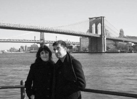 Con el puente de Brooklyn a nuestras espaldas (toma 1)