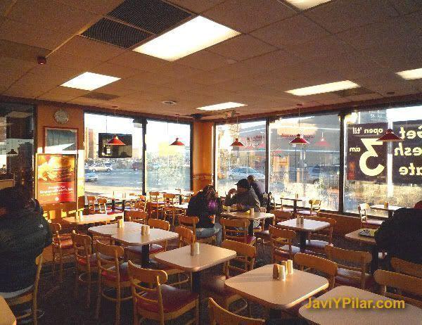 Interior de la hamburguesería McDowell's (¿a que es igual que en la peli?)