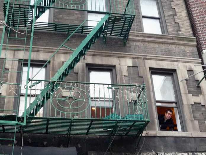 Javi en el apartamento del East Village (Manhattan, Nueva York)