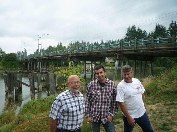 Javi hablando con responsables de la fundación Kurt Cobain en Aberdeen (Washington)