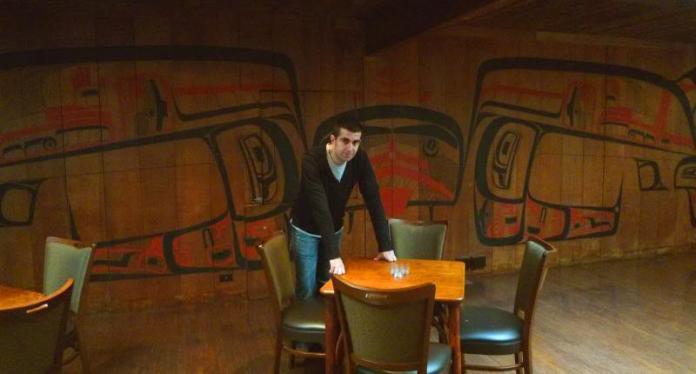Javi en el Hotel Gran Norte de la serie Twin Peaks