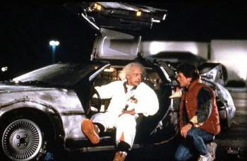 Doc Brown y Marty McFly en el Delorean