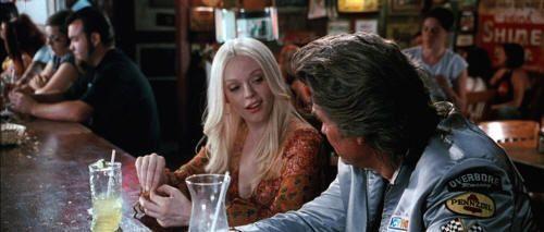 """Especialista Mike hablando con una de sus víctimas. """"Death Proof"""" (Quentin Tarantino, 2007)"""