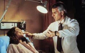 "Kathleen Turner y Steve Martin en ""Un genio con dos cerebros"" (""A man with two brains"", 1983)"