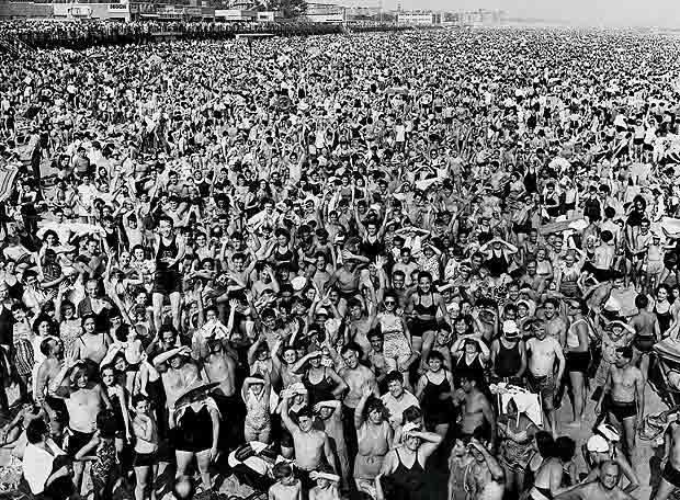 Muchedumbre en Coney Island (Felling, 1939)