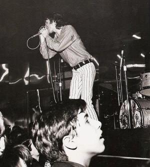 Jim Morrison en escena en Marina Beach (1967)
