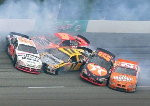 Espectacular accidente durante una de las carreras de la NASCAR