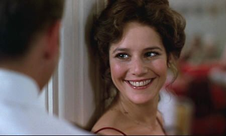 "Preciosa Debra Winger en ""Oficial y caballero"" (""An Officer and a Gentleman"", 1982)"