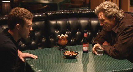 "Justin Timberlake y Jeff Bridges en ""The Open Road"" (2009)"