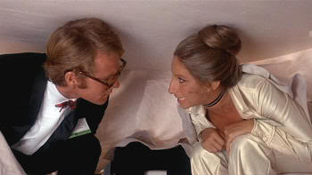 "Una cena llena de incidentes verbales. Ryan O'Neal y Barbra Streisand en ""¿Qué Me Pasa, Doctor?"" (""What's Up, Doc?"", 1972)"