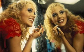 "Elizabeth Berkley en ""Showgirls"" (1995)"