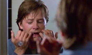 """Michael J. Fox en """"De Pelo En Pecho"""" (""""Teen Wolf"""", 1985)"""