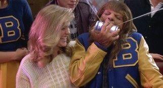 """Michael J. Fox hecho una fiera en """"De Pelo En Pecho"""" (""""Teen Wolf"""", 1985)"""