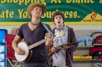 """Woody Harrelson y Jesse Eisenberg en """"Bienvenidos a Zombieland"""" (""""Zombieland"""", 2009)"""