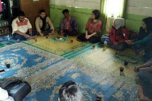 Pengurus USAID Lestari dan Javlec Indonesia saat bersilaturahmi sekaligus diskusi potensi desa bersama Kepdes Agusen (Foto: Supri Ariu)