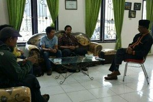 Tim Javlec sebagai mitra USAID Lestari saat berdiskusi mengenai pembanguan pariwisata bersama Kepala Dispar Gayo Lues, Syafruddin, S.Sos