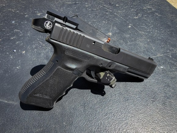 Glock 17 with Leupold DeltaPoint Micro