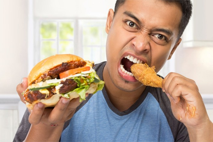 الأطعمة المقلية تضيف سنوات إلى بشرتك.