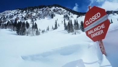 متزلج يوثق لحظة انجرافه في انهيار جليدي في كولورادو كاد أن يودي بحياته