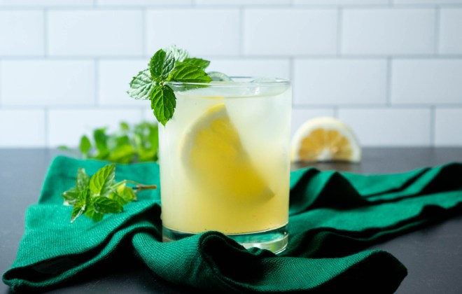 Gin Honey Bee cocktail