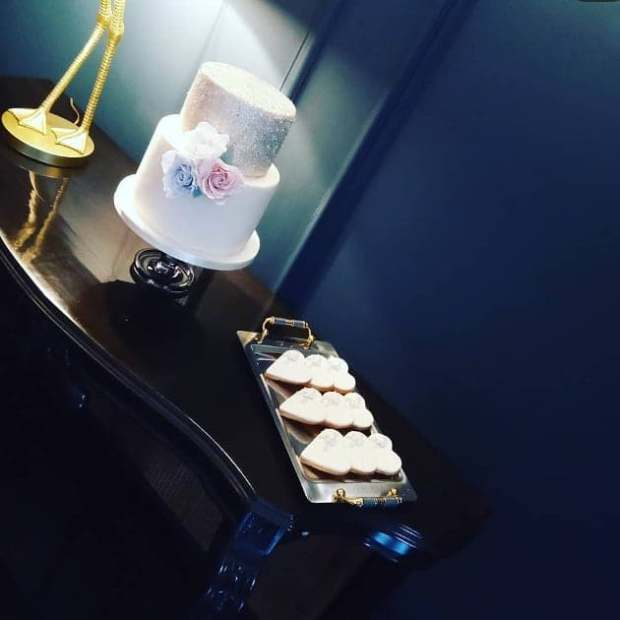 2 tier wedding cake & heart shaped cookie favours