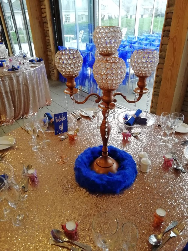 rose gold & royal blue table decorations