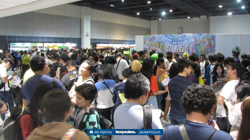 The opening queue at Hall 3 captured as Cosplay Mania 2019 opens.