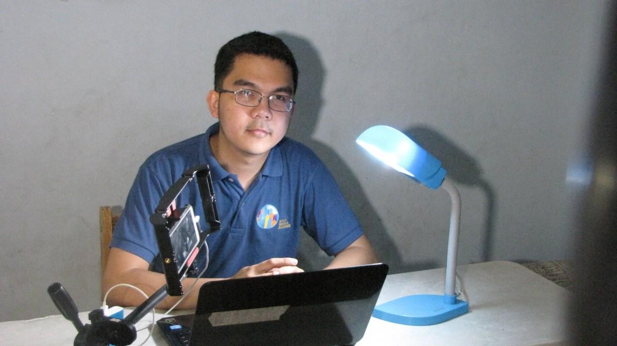 Jay Agonoy, podcaster.