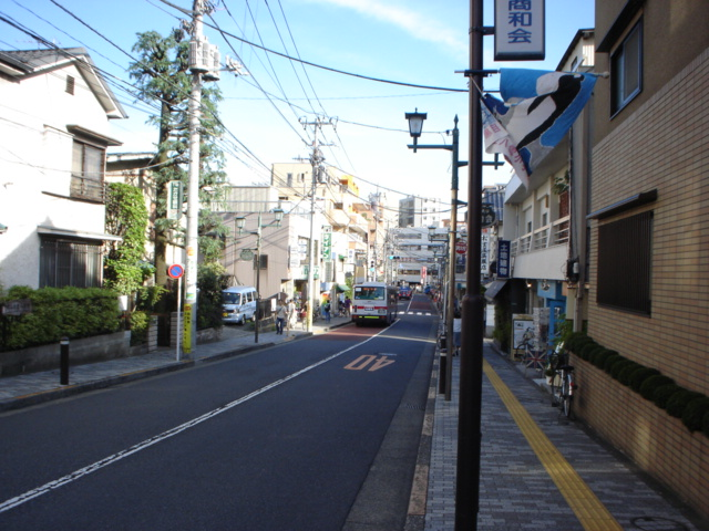 On the street now, going back to Toritsudaigaku Station.