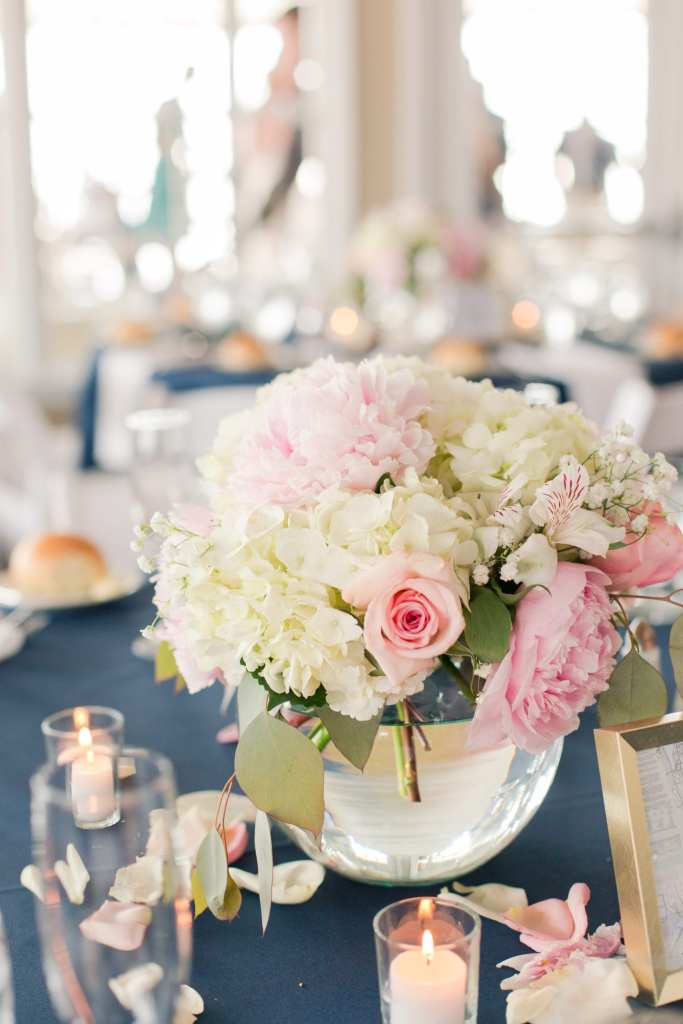 simple rose and hydrangea centerpiece